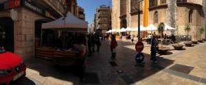 El CCR celebra Sant Jordi'13 venent roses i llibres a la Plaça de l'Església