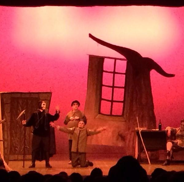Gran èxit de l'espectacular muntatge LA BALADA DEL GRAN MACABRE, pel grup de teatre Pere Sans del CCR